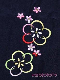 画像2: 卒園式・七五三着物 七歳女の子用刺繍入袴★月★紺色系/中太桜・小花柄