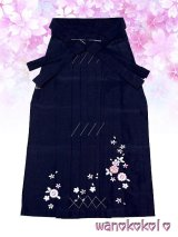 13歳向き女の子用刺繍入袴★藤 85cm★紺色系/八重桜・小花柄