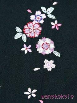 画像2: 7歳〜10歳向き女の子用刺繍入袴★藤 75cm★ダークグリーン系/八重桜・小花柄